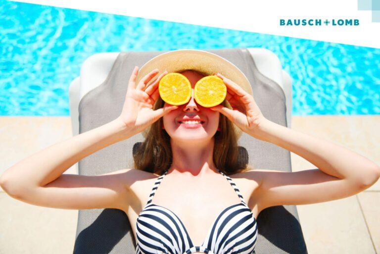 Jak chronić oczy latem, jeśli nosisz soczewki? Lato, basen, słońce
